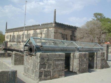 http://www.harmonyhotel.in/images/uparkot-fort-full-1.jpg
